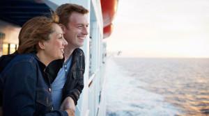 Paar an Deck der DFDS Fähre
