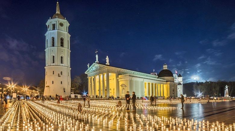 Kathedrale in Vilnius zur Weihnachtszeit © Lithuania Travel