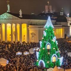 Weihnachtsbaumhaus vor der Kathedrale in Vilnius © Lithuania Travel