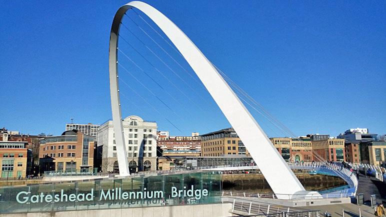 Die Gateshead Millennium Bridge