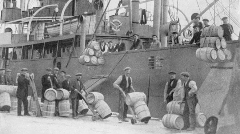 Beladen eines frühen Dampfschiffes