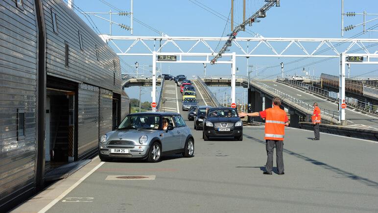 Auffahrt auf den Autozug (copyright © Eurotunnel)