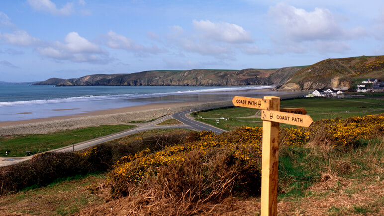Coast Path in Pembrokeshire_co_VisitBritain