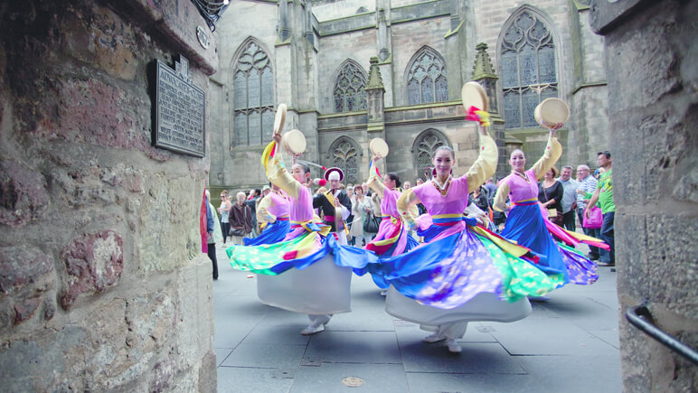 Dancers Fringe Festival_co_VisitBritain