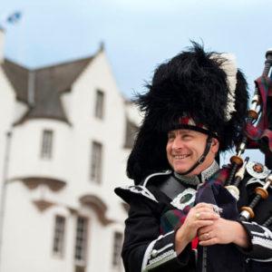 Scottish Piper_co_VisitBritain_Melody Thornton