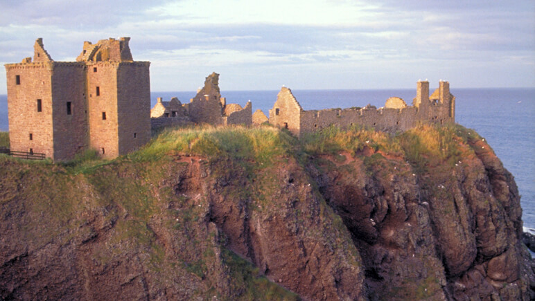 Dunnottar Castle_co_VisitBritain