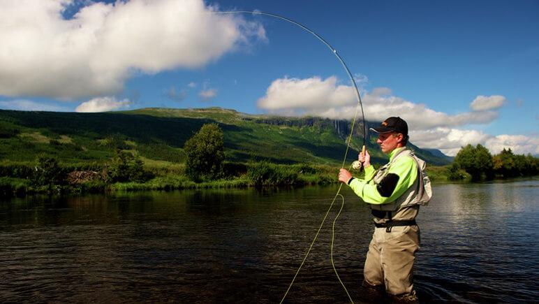 Fliegen fischen Norwegen_co_Yngve Ask_Visitnorway.com