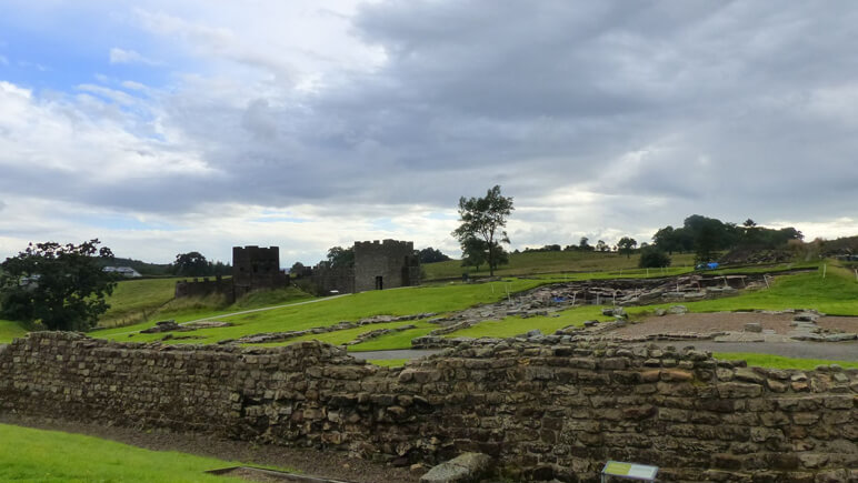 Hadrianswall Kastell_co_the-celtic-ways.de