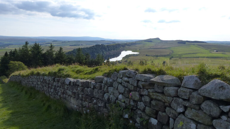 Hadrianswall Landschaft_co_the-celtic-ways.de