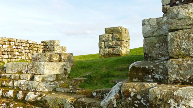 Hadrianswall Mauer_co_the-celtic-ways.de