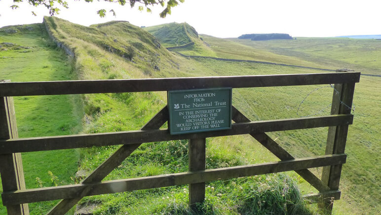Hadrianswall Tor_co_the-celtic-ways.de