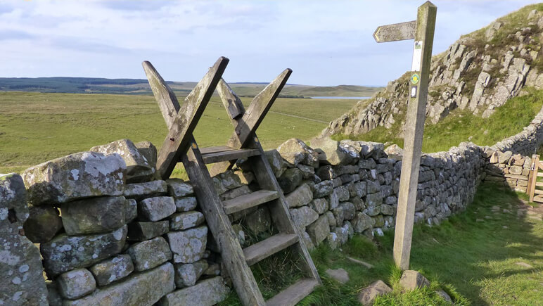 Hadrianswall Treppe_co_the-celtic-ways.de
