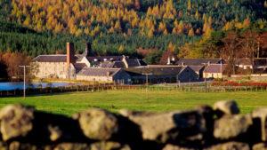 Royal Lochnagar Distillery © VisitScotland