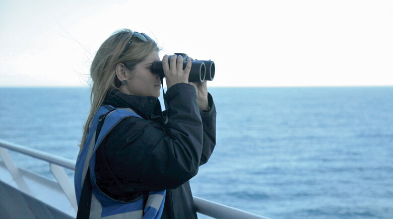 Wildlife Officer beim Whale Watching