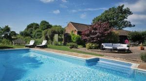 TUI Ferienhaus in Kent - Pool und Garten