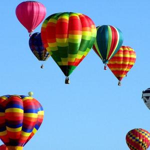 Heißluftballons in der Luft