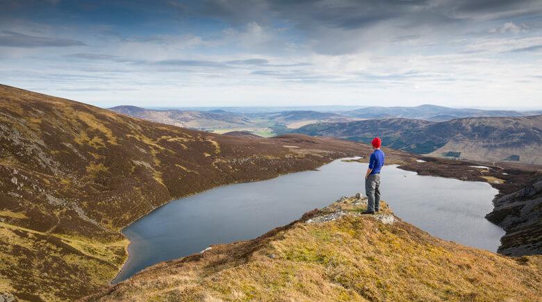 Blick auf schottischen See