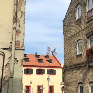 Statue Klaipeda Schornsteinfeger von Weitem