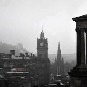 Grauer Himmel über Edinburgh