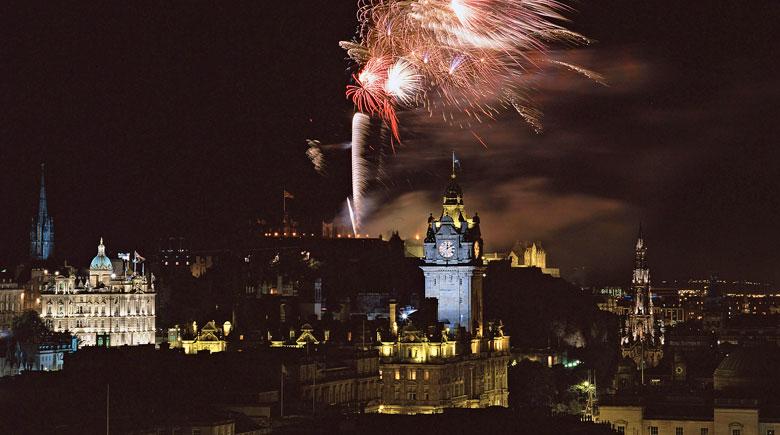 Silvester Feuerwerk in Edinburgh © VisitScotland