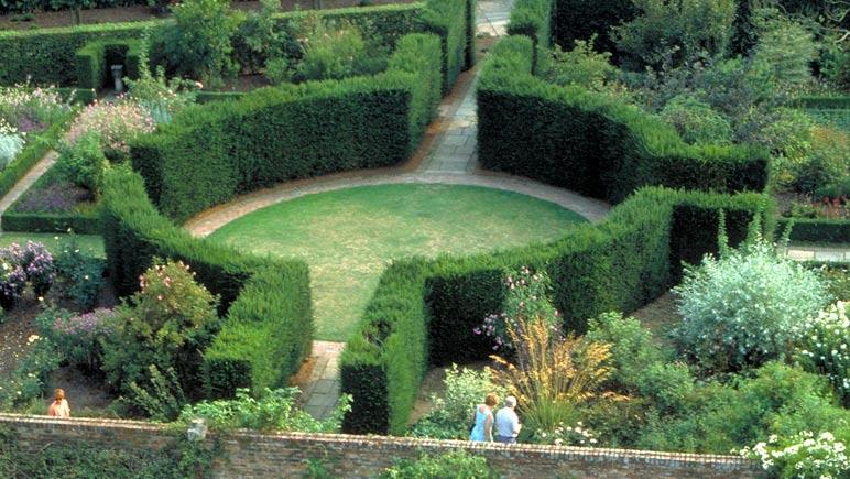 Sissinghurst Gardens © VisitBritain