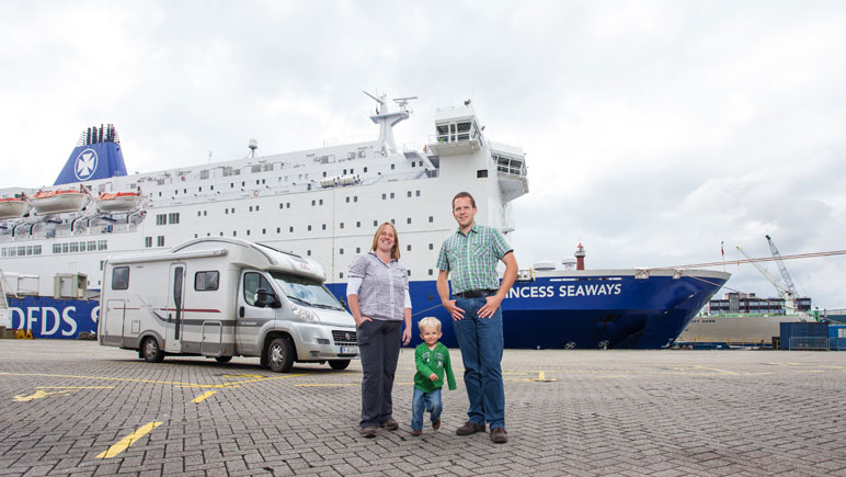 Familie Fritsche am DFDS Terminal