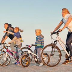 Familie Fahrrad Strand © LatviaTravel