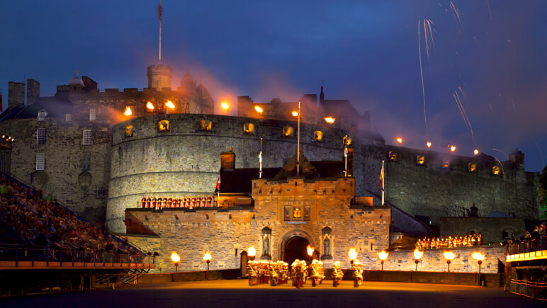 Edinburgh Castle during Edinburgh Military Tattoo__co_VisitBritain