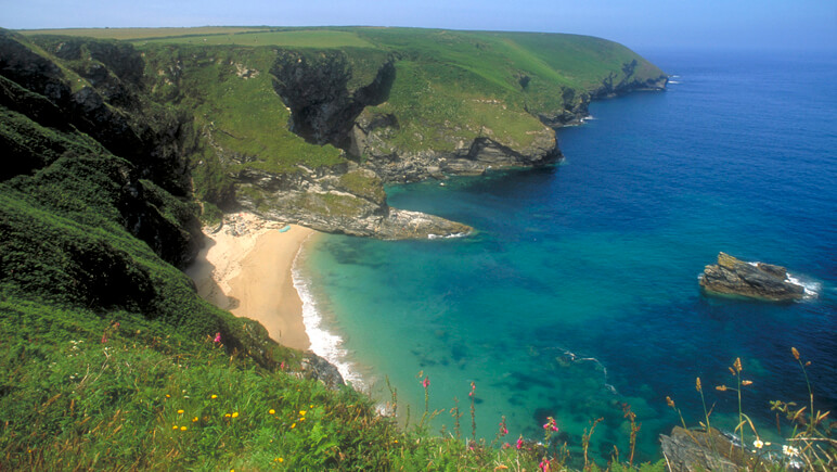 Rosamunde Pilcher Fisherman's Cove Cornwall_co_VisitBritain