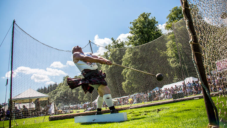 Inveraray Argyll Highland Games_co_VisitBritain_Andrew Pickett