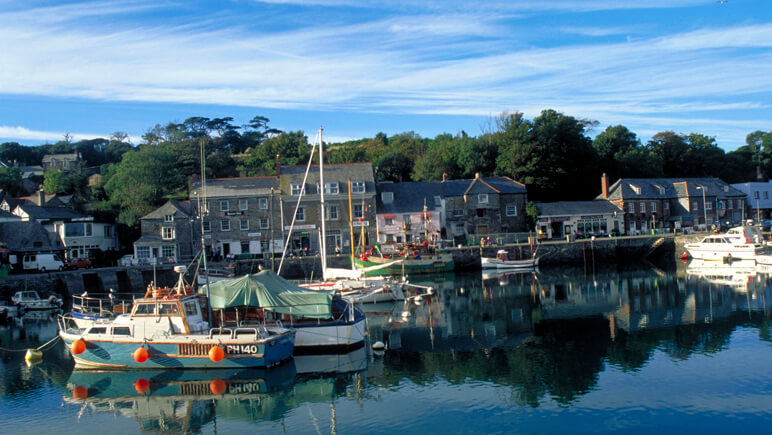 Rosamunde Pilcher Padstow Harbour Cornwall_co_VisitBritain