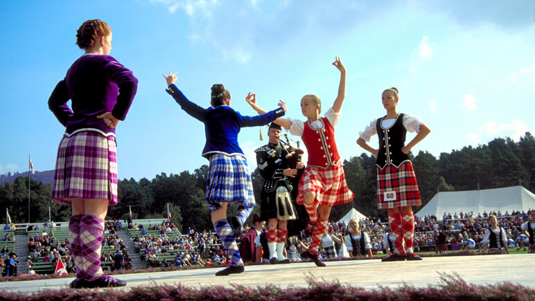 Royal Braemar Games_co_VisitBritain