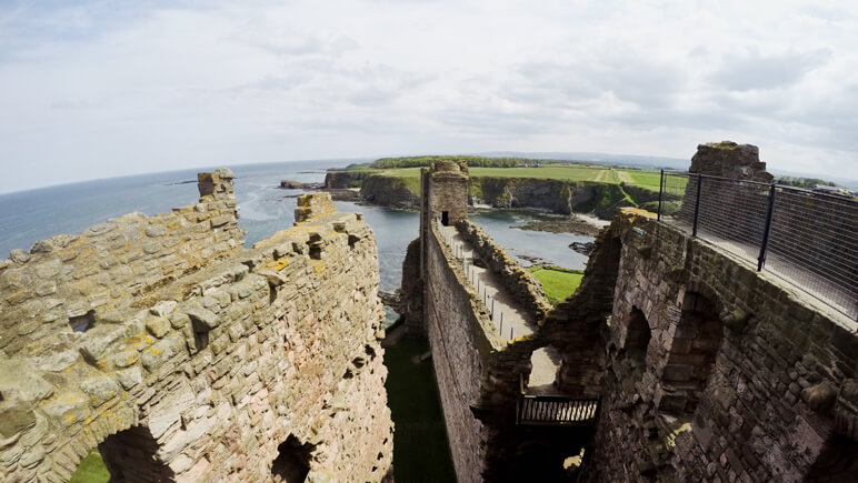 Tantallon Castle_co_Marten Suhre