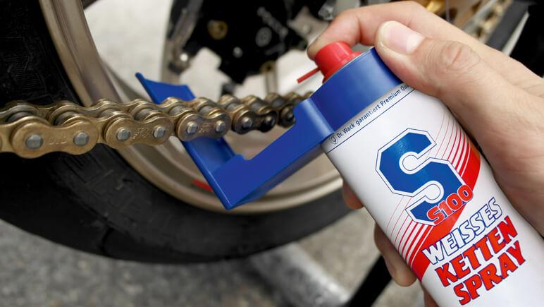 Kettenpflege © Detlev Louis Motorrad-Vertriebsgesellschaft