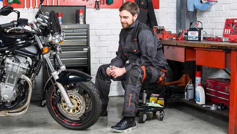 Reparaturen auf Reise © Detlev Louis Motorrad-Vertriebsgesellschaft
