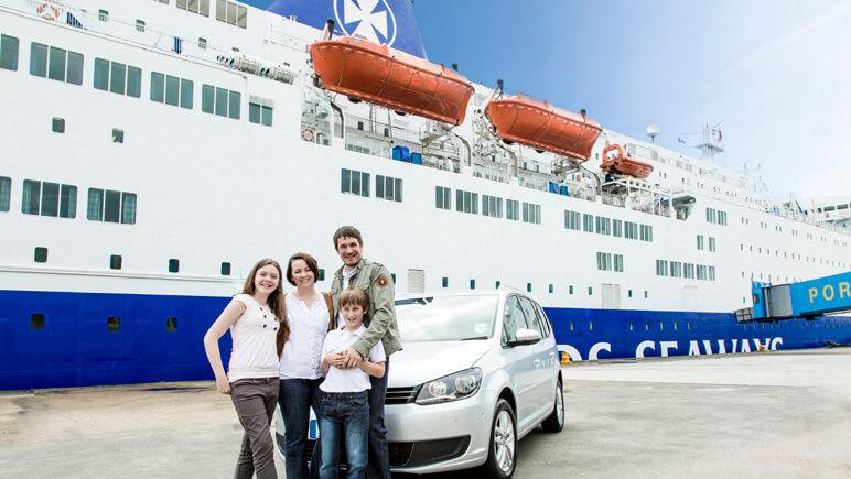 Fahrzeuge im Hafen © DFDS