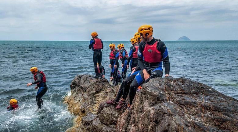 Coasteering in Schottland