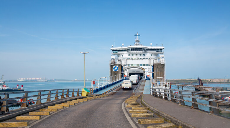 Auffahrt auf die DFDS Fähre in Dünkirchen