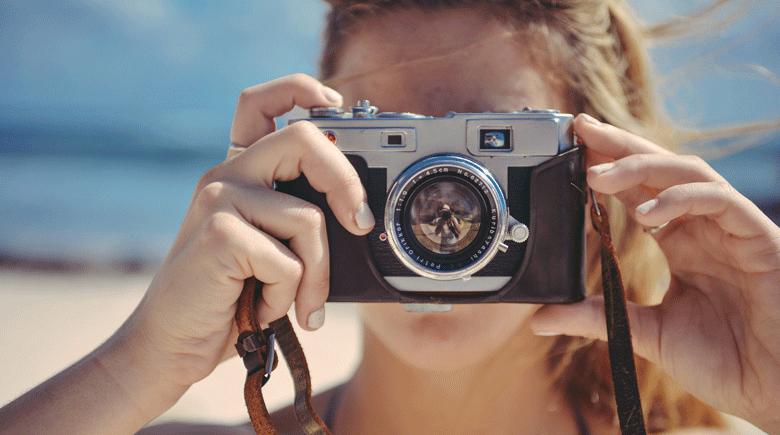 Fotografin mit Kamera