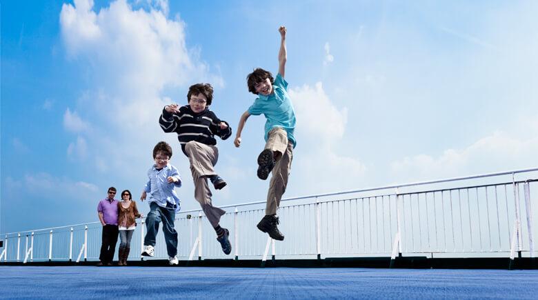 Kinder an Deck von DFDS