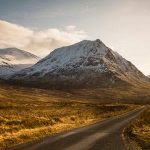 Highlands schneebedeckt co Visit Scotland