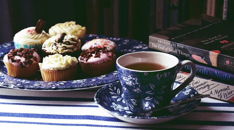 Teetasse und Gebäck
