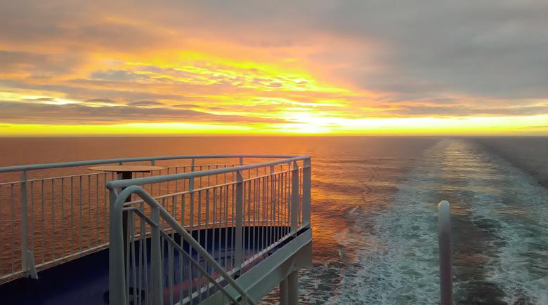 Sonnenuntergang auf der King Seaways